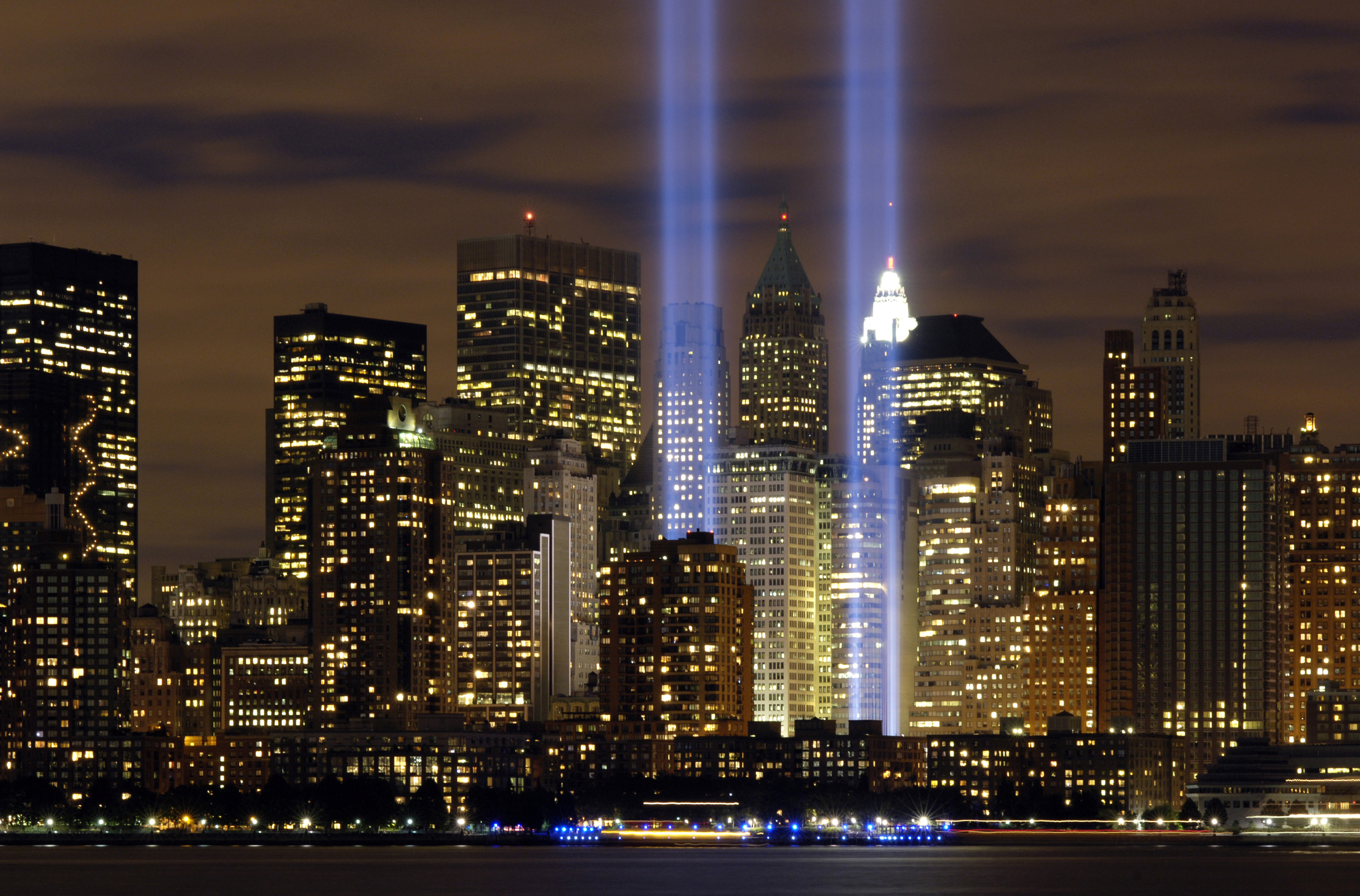 A Beautiful Tribute But A Fiasco For Migratory Birds - Two beams light new yorks skyline beautiful tribute 911